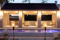 Pool-lapa-at-night